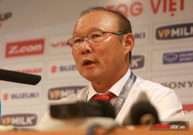 Trong phòng họp báo sau trận đấu, ông Park dành nhiề lời khen cho học trò. Ông bênh vực các cầu thủ như Công Phượng, Xuân Trường…trước truyền thông.