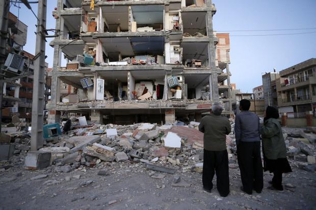 Đêm 12/11 một trận động đất mạnh 7,3 độ richter đã xảy ra nở khu vực biên giới Iran-Iraq, khiến hàng trăm người thiệt mạng.