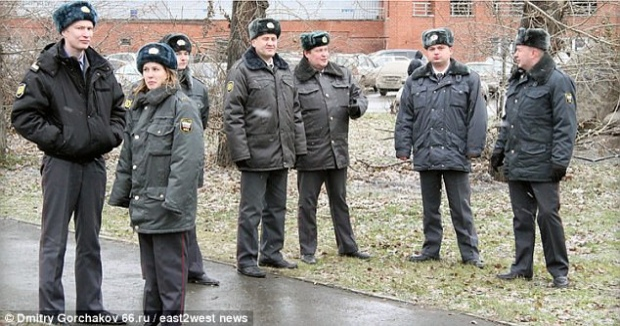 Cảnh sát đã huy động toàn bộ lựu lượng để truy bắt hai tên tội phạm.
