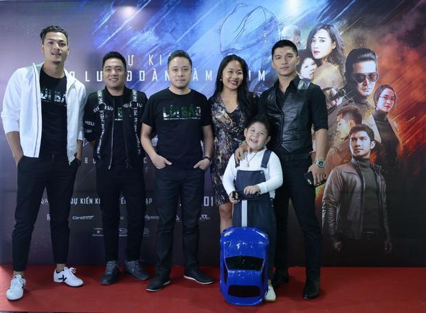 Vũ Tuấn Việt, Nguyễn Ngọc Thạch, Victor Vũ, Cường 7, bé Simba và nhà sản xuất Jenni Trang Lê