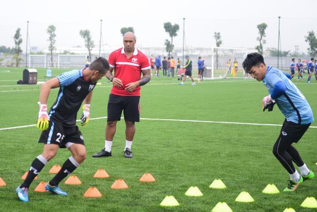 Các cầu thủ trẻ sẽ được đào tạo theo chương trình huấn luyện tổng hợp Blueprint do chuyên gia bóng đá danh tiếng Kevin Blackwell thiết kế theo đặc điểm và nhu cầu của PVF. Blueprint được đánh giá là giáo trình tổng hợp những thực hành tốt nhất thế giới hiện nay, và sẽ được cập nhật liên tục để luôn đảm bảo bám sát bóng đá thế giới.