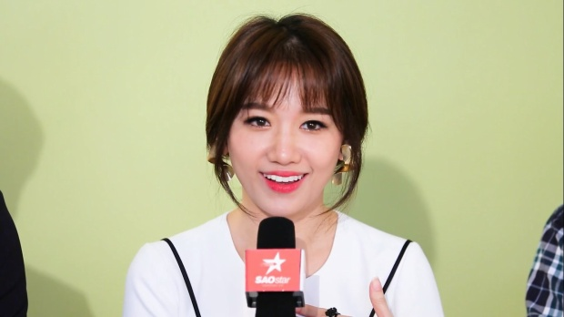 Hari Won chia sẻ về áo dài Việt Nam.