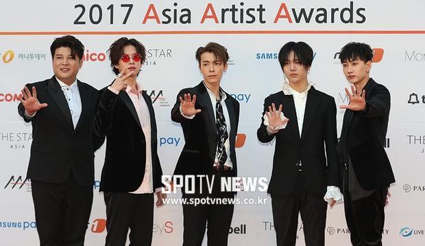 Đúng 4h00 chiều, nhiều sao lớn đã có mặt lộng lẫy tại thảm đỏAsia Artist Awards 2017.