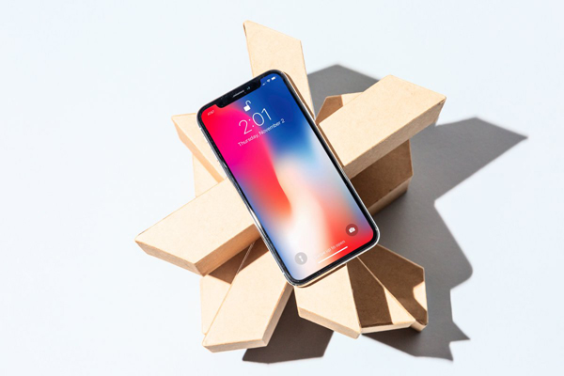 Giá iPhone X giảm một nửa sau gần hai tuần xuất hiện tại Việt Nam.