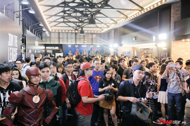 Bom tấn siêu anh hùng Justice League khiến dàn sao Việt bị cuốn hút đến không chớp mắt