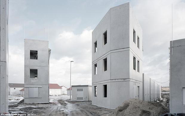 Một thị trấn kỳ quái kỳ khác ở Đức, được cho là cơ sở đào tạo quân sự.