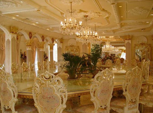 Phòng ăn trong biệt thự của Tổng thống Zimbabwe.