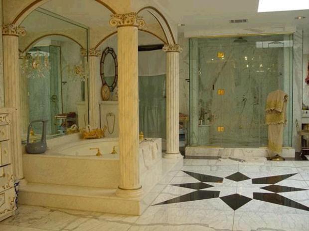 Một phòng tắm khác trong cung điện.
