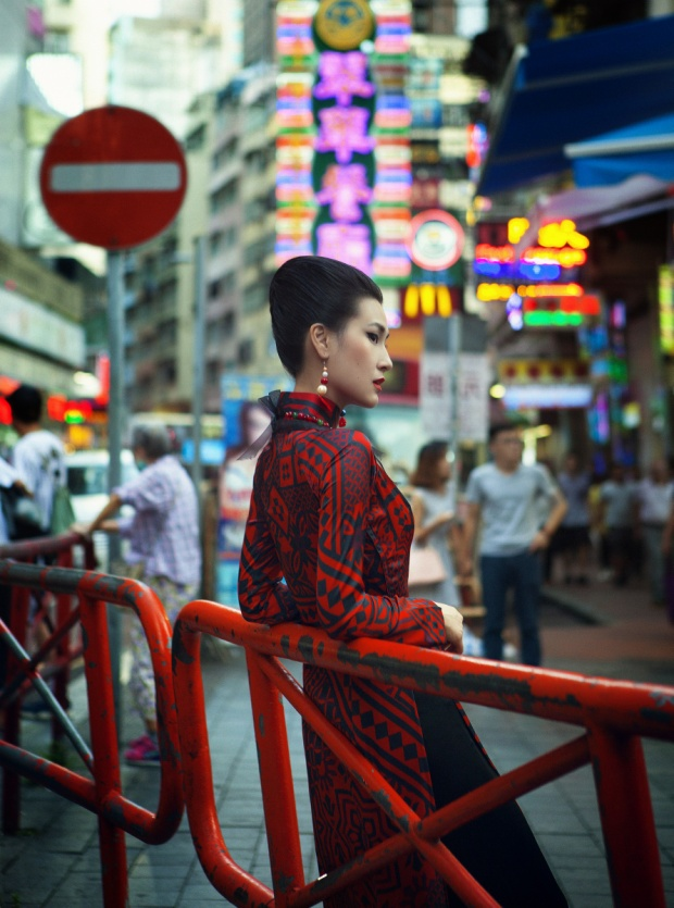 Mặc dù là một người con Hà Nội, nhưng Thủy Nguyễn đã dành một một tình cảm đặc biệt cho Sài Gòn, nhất là lòng si mê cái sành điệu và lối suy nghĩ cởi mở, sẵn sàng đón chào xu hướng mới trong thời trang. Nữ diễn viên Kathy Uyên đã thực sự rũ bỏ hình ảnh cá tính của mình để khoác lên mình một hình ảnh dịu dàng, đằm thắm của người phụ nữ xưa.