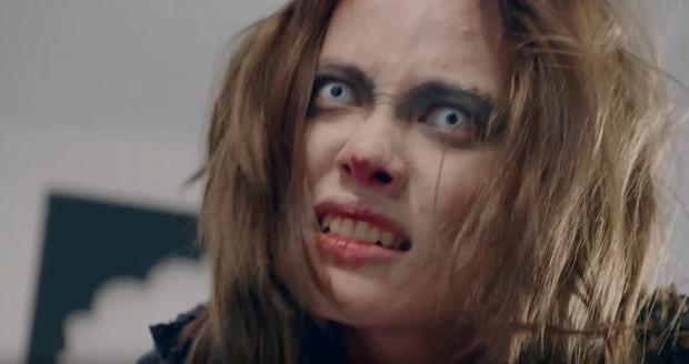 Người mẫu Fung La rất háo hức vào vai zombie với thần thái và ánh mắt phù hợp với vai diễn.