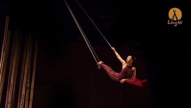 Bạn cũng có thể đến L'Espace hay viện Goethe để thưởng thức trình diễn nghệ thuật đương đại; hoặc đến Nhà hát Thành phố để xem Làng Tôi - vở xiếc tre đã được vinh dự trình diễn trong hội nghị APEC tại Đà Nẵng vừa qua.