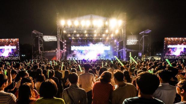 Nhạc sĩ Quốc Trung cũng là người đã tổ chức lễ hội âm nhạc Monsoon đình đám những năm gần đây tại Hà Nội. Đây đúng là một sân chơi mới, bắt kịp xu hướng dành cho tất cả mọi người yêu nhạc.