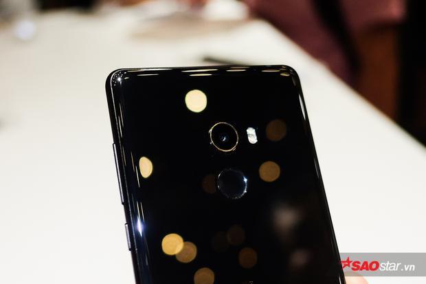 Xiaomi ra mắt Mi Mix 2 tại Việt Nam: Máy có thiết kế tràn viền cực đẹp, giá 13 triệu đồng