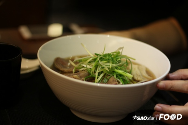 Nếu lên kế hoạch du lịch Đài Loan, bạn sẽ tìm được rất nhiều lời khuyên trong việc di chuyển, mua sắm, tham quan cùng hàng loạt danh sách những món ăn nên thử. Trong đó, mì bò được nhắc đến như món nếu không ăn, bạn sẽ mất 1/3 chuyến đi.