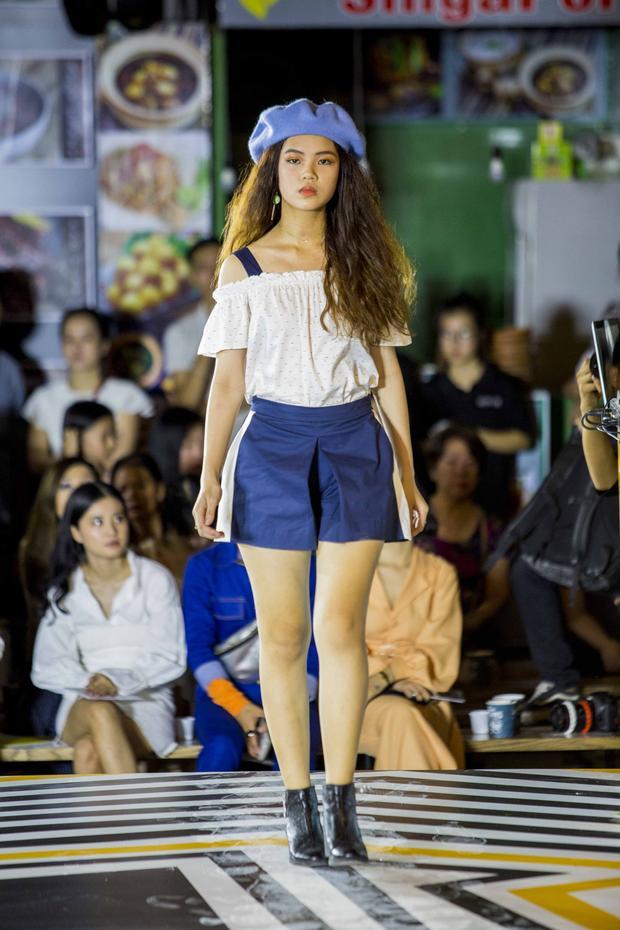 Cô ba Sài Gòn Lan Ngọc hóa công chúa tuyết đi xem thời trang ở phố đi bộ Nguyễn Huệ