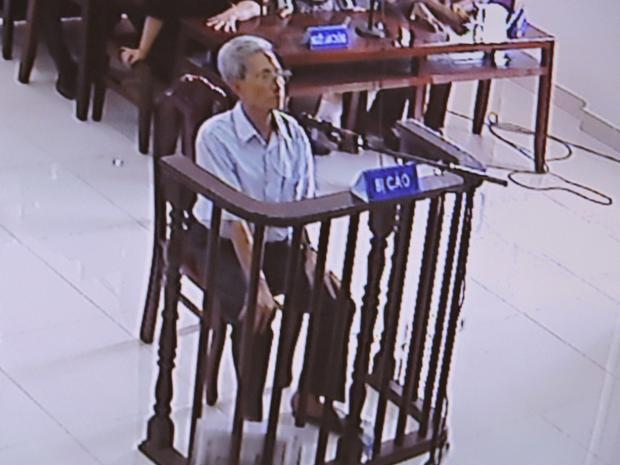 """Sau khi nghị án cáo Thủy bị HĐXX tuyên án 3 năm tù giam về tội """"dâm ô trẻ em""""."""