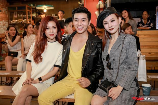 Nam Hee nổi bật với nguyên cây vàng cùng điểm nhấn là áo jacket đen cá tính.