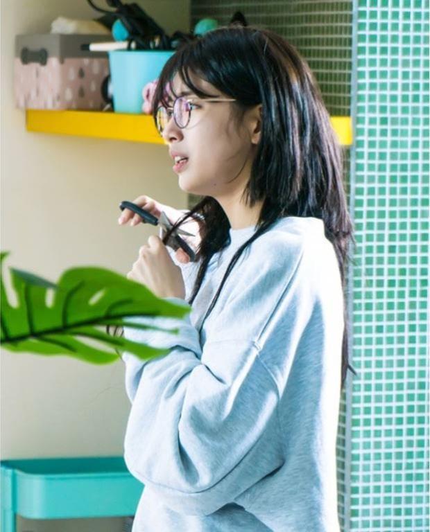 Suzy cho rằng cảnh cắt tóc của nhân vật trong phim là cảnh quay mà cô ghi nhớ nhất.