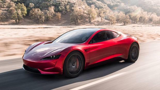 Theo TheVerge, những chiếc xe có thể so sánh được với Roadster đều là những siêu xe đến từ McLaren (P1), Ferrari (LaFerrari) và Porsche (918 Spyder) với giá đều giao động trong khoảng 1 triệu USD.