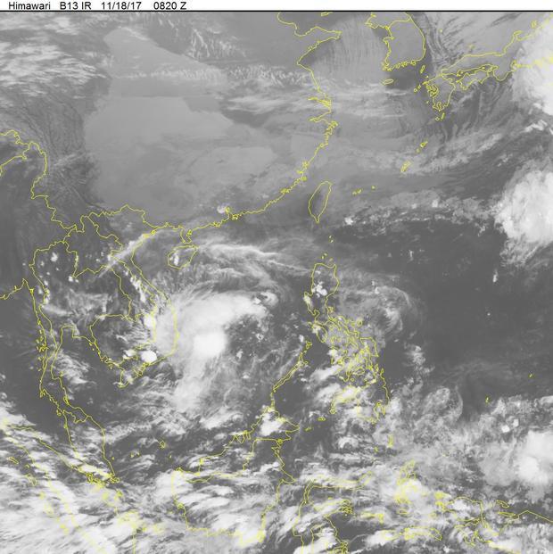 Hình ảnh mây vệ tinh cơn bão hồi 16h. Ảnh: NCHMF