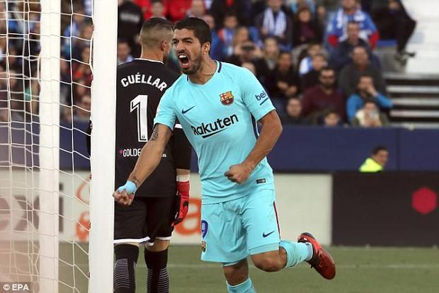 Barca kiểm soát hoàn toàn thế trận trên sân. Đến phút 60, tiền đạo người Uruguay tiếp tục ghi tên mình lên bảng tỉ số với một cú bắt volley đẹp mắt.