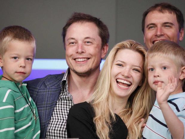 Cặp vợ chồng chuyển đến Los Angeles và có một con trai tên Nevada, nhưng không may thay cậu bé đã mất vì bệnh SIDS (chứng đột tử ở trẻ em). Sau này vợ chồng Elon Musk có 5 người con sau một lần sinh đôi và một lần sinh ba.