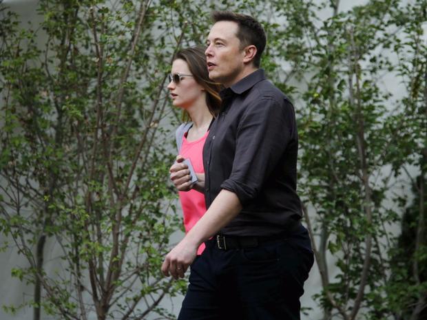 """Tưởng chừng đó là một gia đình hạnh phúc nhưng vào năm 2008, tỷ phú Musk và vợ ly hôn. Sau khi ly hôn, bà Justine vẫn theo họ của chồng để đảm bảo các lợi ích cho con cái. Sau thất bại trong cuộc hôn nhân, """"ông trùm"""" kỹ thuật bắt đầu hẹn hò với với nữ diễn viên Talulah Riley."""