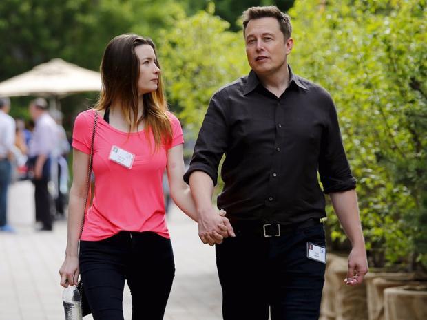 """Năm 2010, Riley và Musk tiến tới hôn nhân. Tuy nhiên, hai năm sau tin tức ly hôn của họ lan truyền khắp nơi khi Elon Musk chia sẻ trên Twitter:""""Đó là 4 năm tuyệt vời""""."""