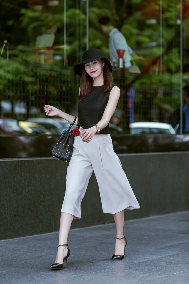 """Có lẽ một phần do cá tính không thích làm nổi để giữ hình tượng """"sao sạch scadal"""" cũng ảnh hưởng phần nào đến trang phục mà nữ diễn viên chọn mặc."""
