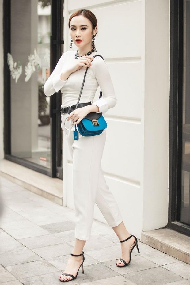 Có thể thấy, cô nàng luôn biết cách mix&match phụ kiện, trang sức đi kèm xuyệt tông và nổi bật nhất cho set đồ.