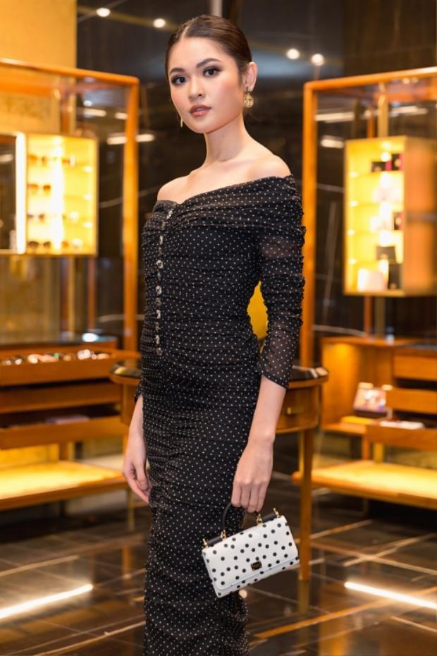 Angela Phương Trinh dẫn đầu xu hướng trang điểm cổ điển, á hậu Thuỳ Dung bị chê già trước tuổi