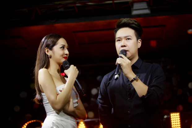 Một vị khách mời đặc biệt trong đêm nhạc này đó là ca sĩ Lê Hiếu - Hoàng tử của những bản tình ca ngọt ngào.