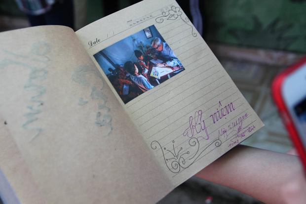 Trước khi chia tay lớp học, các bạn sinh viên ghi lại những cảm xúc, suy nghĩ của mình và gửi tặng lại Bác Tư.
