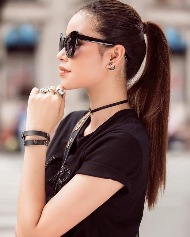 Trong buổi ghi hình trước khi chương trình lên sóng, HLV Phạm Hương cũng đã chọn kiểu tóc đuôi ngựa đơn giản này.