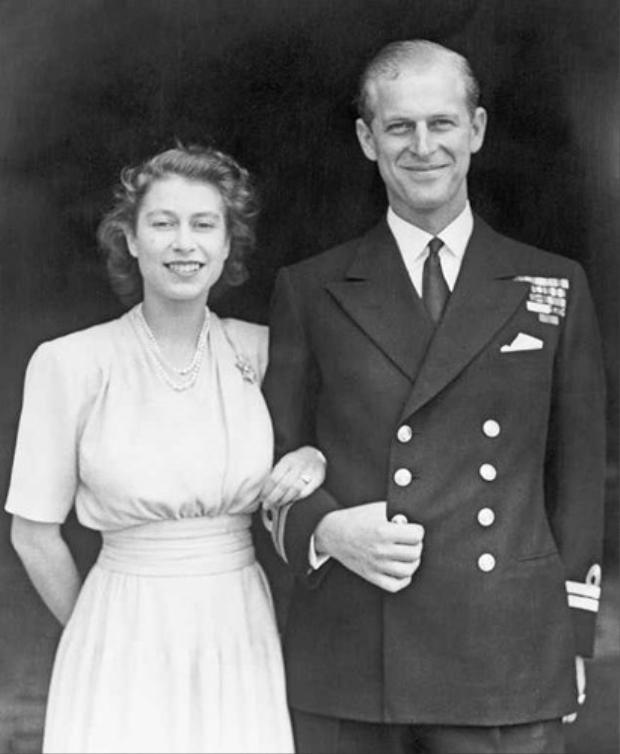 Không điều gì có thể ngăn cản tình yêu giữa Nữ hoàng và Hoàng thân.