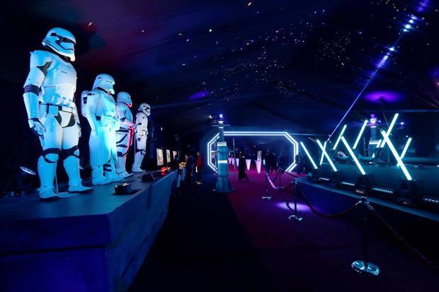 Lần đầu tiên, Việt Nam tổ chức 'Buổi tiệc chiến tranh các vì sao' cùng Ngô Thanh Vân và diễn viên phim 'Star Wars'
