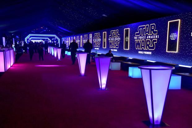Thiết kế của tiệc Star Wars: The Force Awakens vào năm 2015.
