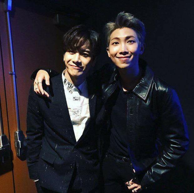Hình ảnh của Jackson và RM tại AMAs2017 sáng nay (20/11, theo giờ Việt Nam).