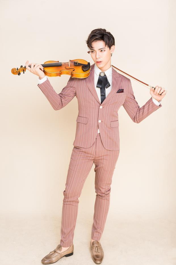 Hình ảnh Erik ngày càng được nhắc đến chuyên nghiệp hơn qua hình ảnh chàng ca sĩ solo.