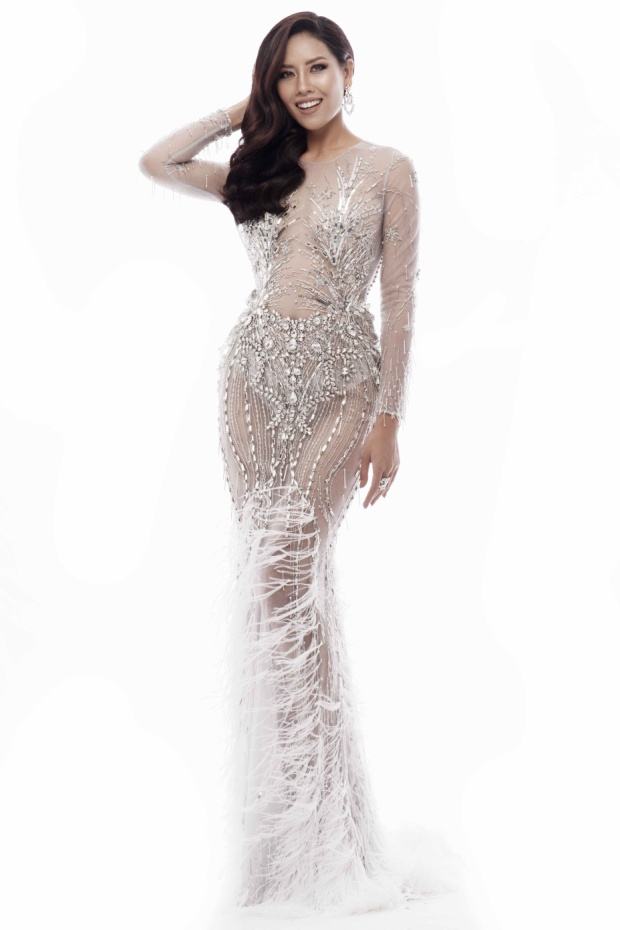 Thiết kế ôm sát giúp đại diện Việt Nam khoe trọn sắc đẹp hình thể.