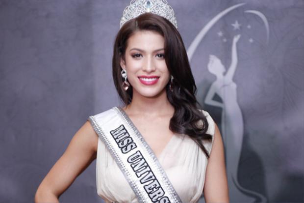 Samantha Katie James đăng quang Hoa hậu Malaysia 2017 hồi cuối tháng 2 tại Kuala Lumpur. Đây là lần thứ hai Samantha tham gia cuộc thi Hoa hậu Hoàn vũ Malaysia. Năm 2013, cô không đoạt được danh hiệu gì.Người đẹp được đánh giá có hình thể nóng bỏng, phù hợp tiêu chí của cuộc thi HHHV.