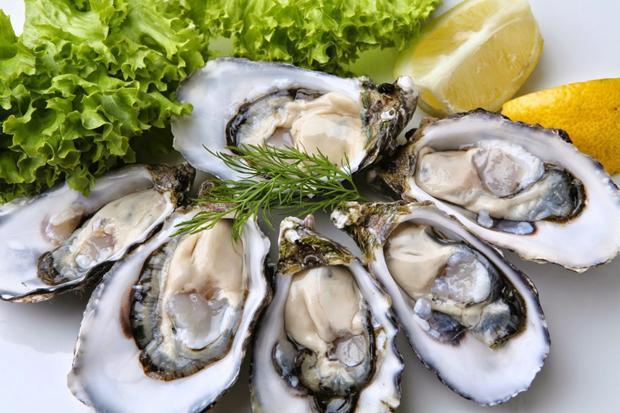 Món hàu hay tôm hùm sống rất được yêu thích tại Anh, châu Mỹ.