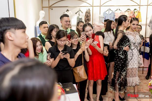 Sự xuất hiện của Hoa hậu Đỗ Mỹ Linh tại sự kiện thu hút sự chú ý của đông đảo khán giả.
