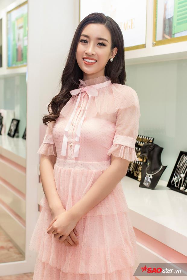 Trong sự kiện, Mỹ Linh đã thử ngay 2 thiết kế mà cô yêu thích nhất.