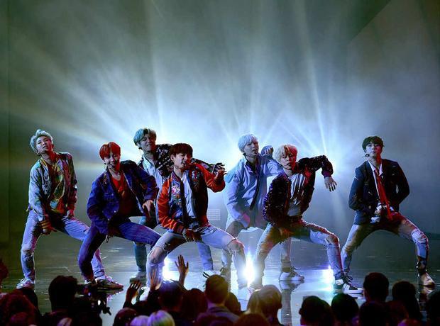 Fan BTS đang vô cùng tự hào và vui sướng trước kỷ lục mới của thần tượng.