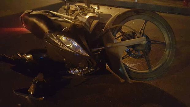 Chiếc xe máy của nạn nhân tại hiện trường.