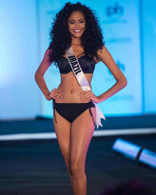 Monalysa Alcântara năm nay tròn 18 tuổi, sở hữu chiều cao 1m80 là đại diện của Brazil ở cuộc thi năm nay. Mái tóc xoăn rất đặc trưng, body săn chắc là những yếu tố giúp cô tỏa sáng trong cuộc thi.