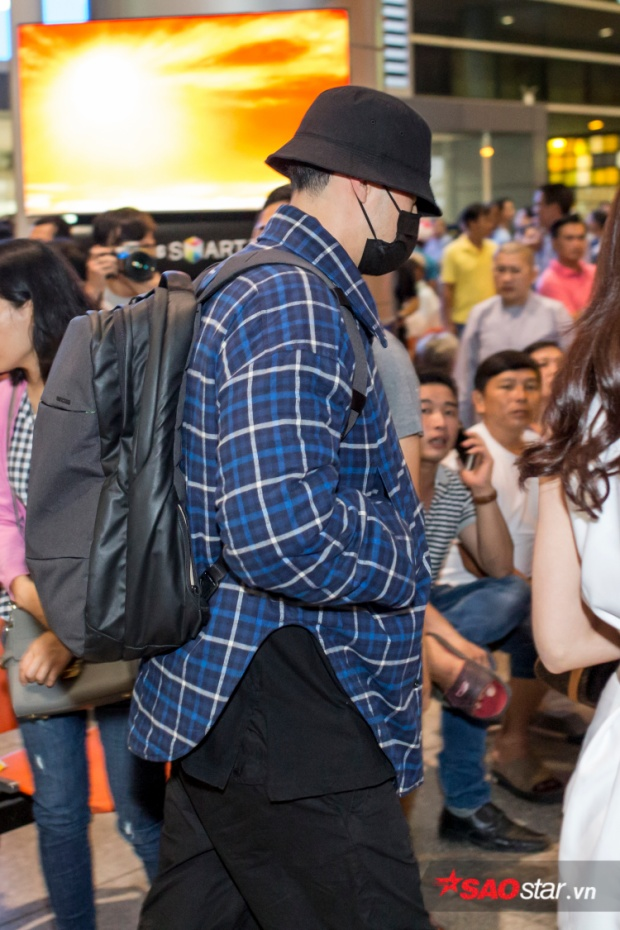 """Ở góc chụp nghiêng, dường như So Ji Sub trông hơi """"phát tướng"""", khác xa hình ảnh body 6 múi trước đây."""