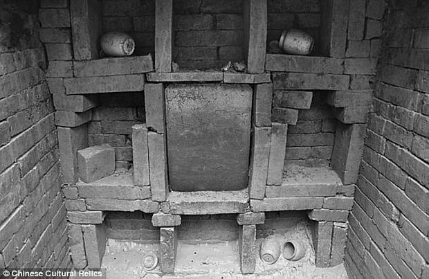 Hình ảnh ngôi mộ đã 800 tuổi của cặp phu thê từng làm quan trong triều đình Trung hoa cổ đại.
