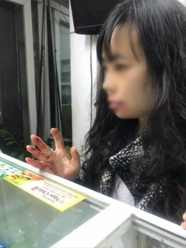 Chị Linh bị tài xế Uber hành hung.